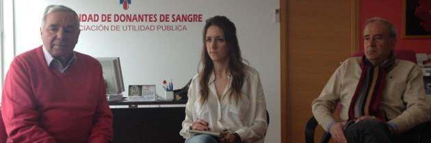 Raquel Fernández conoce en primera persona la actividad de la Hermandad de Donantes de Sangre y las demandas de las asociaciones de inmigrantes