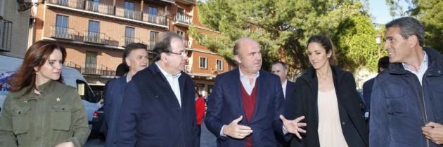 Luis de Guindos y Juan Vicente Herrera, en el acto central de campaña del PP de Segovia