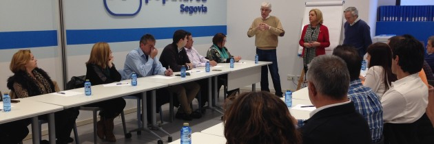 Los candidatos del PP al Congreso y al Senado mantienen un encuentro con alcaldes y portavoces de la provincia