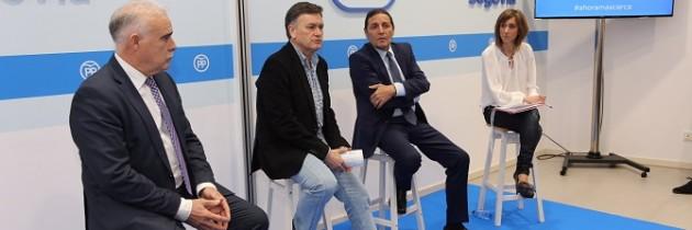 El Presidente Provincial del PP de Segovia, Francisco Vázquez, inaugura la campaña «Ahora más cerca» con la presencia del Consejero de Sanidad, Antonio Sáez Aguado