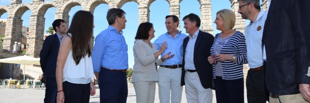 Rafael Hernando con los candidatos del Partido Popular de Segovia