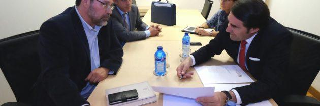 Eduardo Verdugo se interesa por los proyectos en materia de infraestructuras para su municipio