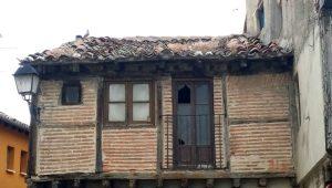 Edificios en plaza de San Lorenzo