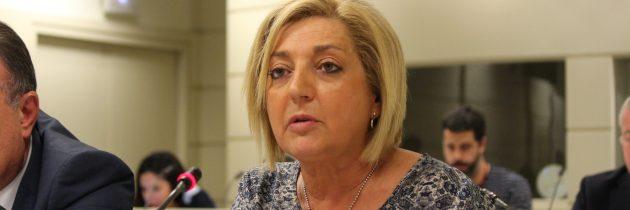 Paloma Sanz pide a Aceves que no siembre dudas entre los pacientes de la provincia, y asegura que el PP cumplirá con su promesa de implantar una unidad de Radioterapia en Segovia