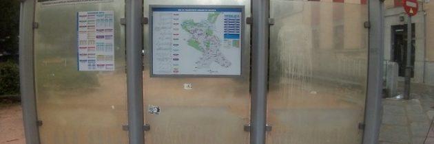 El PP en el Ayuntamiento solicita el mantenimiento y la limpieza de las paradas de autobús