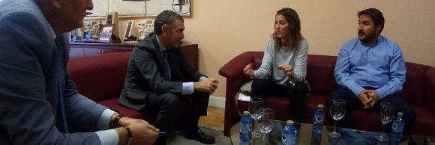 La Portavoz del PP en el Ayuntamiento, Raquel Fernández se reúne con el Presidente de la FES, Andrés Ortega.