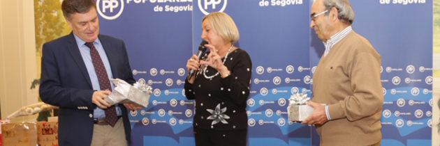 El PP de Segovia otorga un reconocimiento a Francisco Vázquez y Juan Cuéllar durante la celebración de la tradicional comida de Navidad