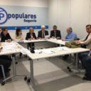 Los parlamentarios populares se comprometen a trasladar a los ministros de Hacienda e Interior las demandas de los trabajadores de Perogordo