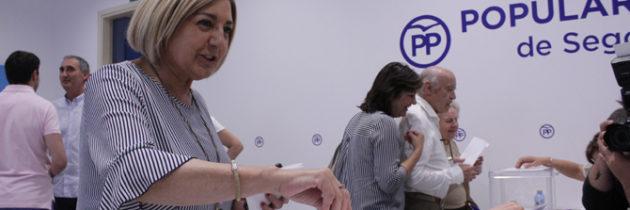 Paloma Sanz celebra el éxito de participación de los militantes en las primarias, que dejaron la victoria en Segovia de Soraya Sáenz de Santamaría con el 65,20% de los votos