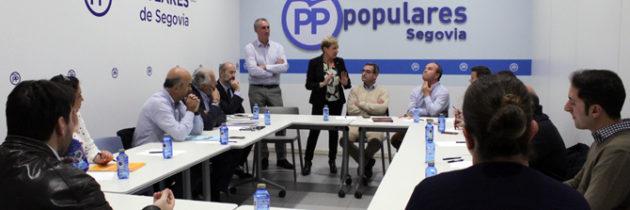Representantes del comercio segoviano se dan cita en la sede del Partido Popular para analizar y evaluar las oportunidades del sector