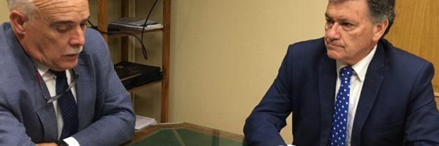 Francisco Vázquez presenta al Colegio de Médicos el Pacto Sanitario que llevará a cabo el PP